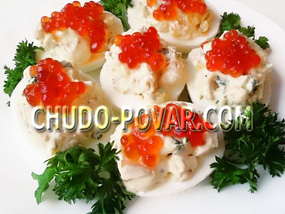 Фаршированные яйца с маринованными грибами