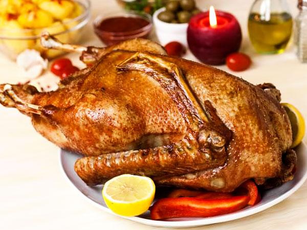 Как приготовить запечённого гуся в духовке целиком