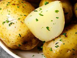 Как и сколько варить картошку в мундире