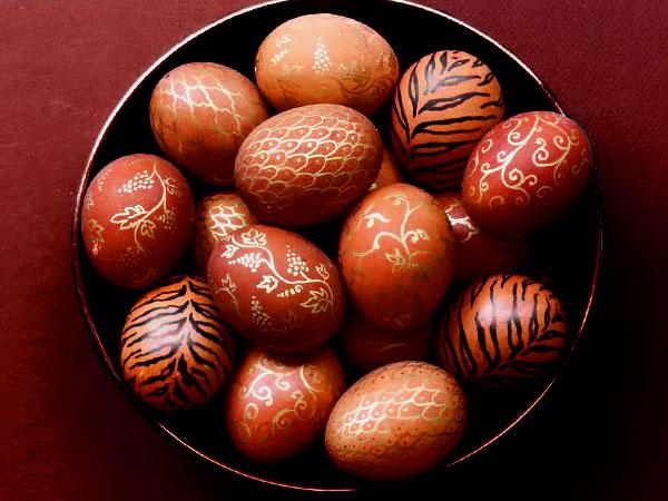Как красить яйца луковой шелухой. Рецепт: крашеные яйца простым способом - в луковой шелухе в кастрюле