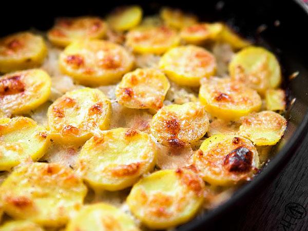 Картошка с чесноком в духовке рецепт с фото