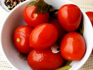 Засолка помидоров горячим способом на зиму