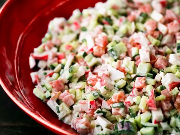 Как готовить крабовый салат классический с помидорами без риса