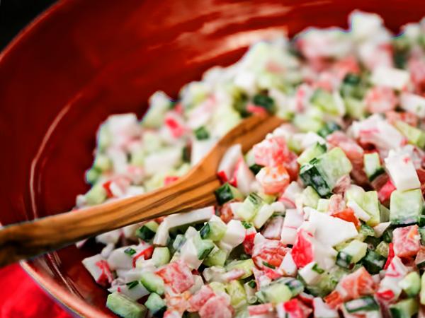 Как приготовить классический крабовый салат