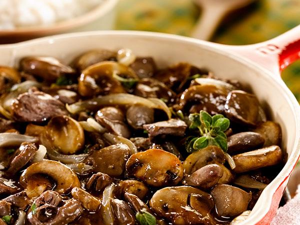 Куриные сердечки рецепт тушёные в сметане с грибами
