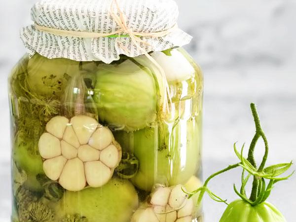 Маринованные зелёные помидоры с чесноком