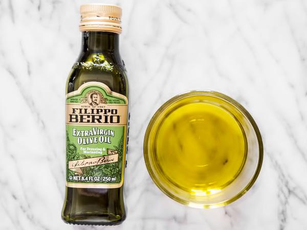 Нерафинированное оливковое масло холодного отжима