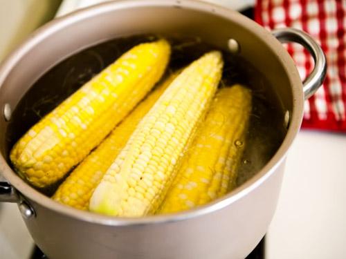 Варим кукурузные початки