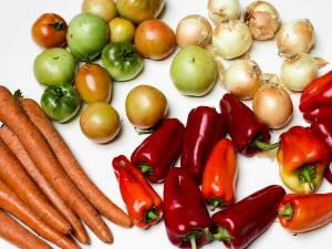 ингредиенты для салата из зелёных томатов на зиму