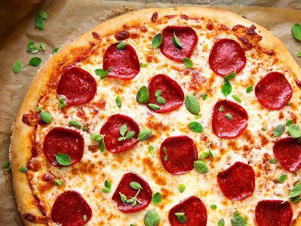 Пицца с колбасой и сыром пошаговый рецепт с фото