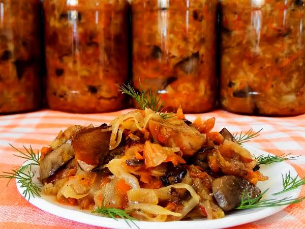 Селянка из капусты на зиму с томатным соусом