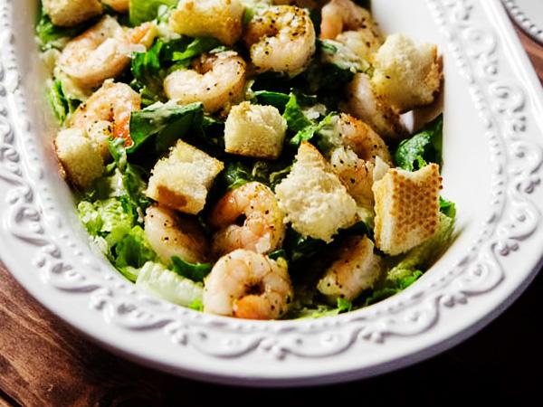 Салат Цезарь с креветками: рецепт с фото пошаговый