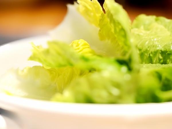 листья салат моем и просушиваем