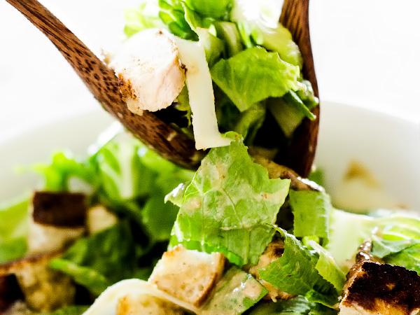 верхний слой салата перемешиваем