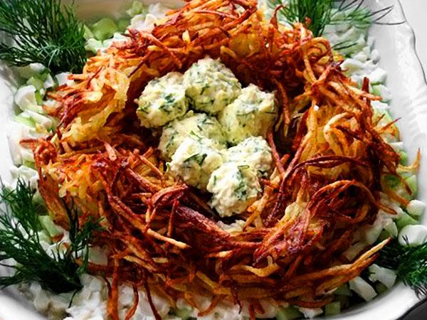 Салат гнездо глухаря с курицей классический простой рецепт с фото