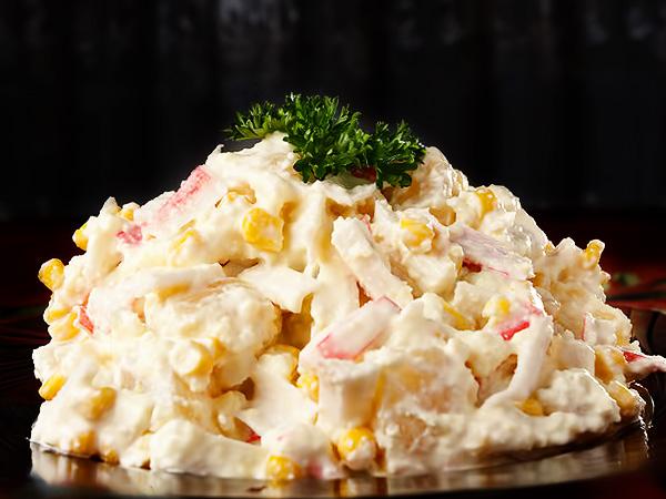 Салат из крабовых палочек с сыром, яйцами, кукурузой рецепт с фото