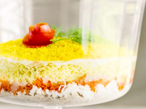 Очень вкусный салат мимоза с консервой и яйцом