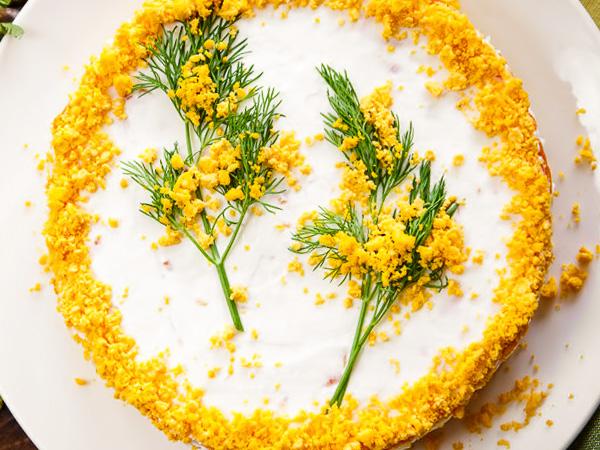 Салат Мимоза с сайрой, рисом