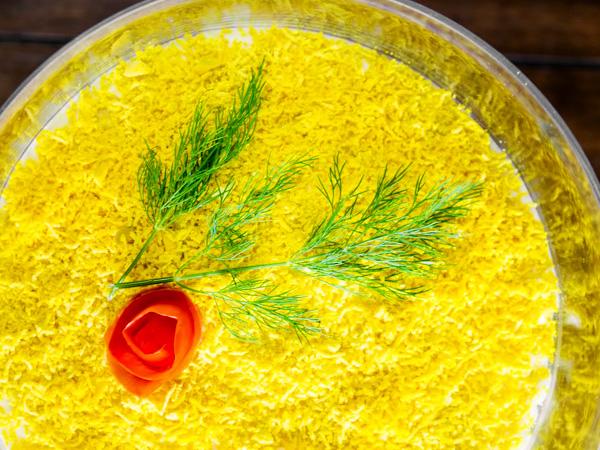 Салат Мимоза с горбушей, сыром и маслом