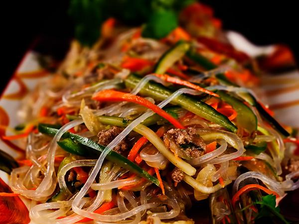 Салат с фунчозой и овощами рецепт с фото
