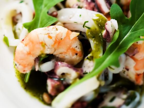 салат с морепродуктами морской коктейль рецепт с фото