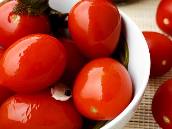 Как замариновать томаты в банках