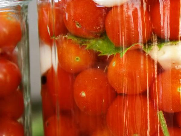 Вкусные маринованные томаты