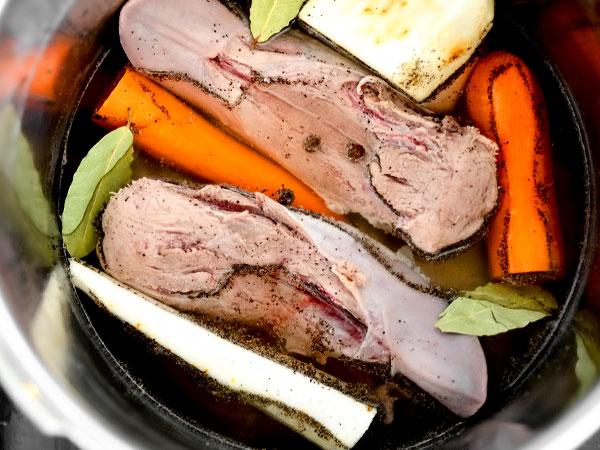 как варить свиной язык в кастрюле с фото пошагово