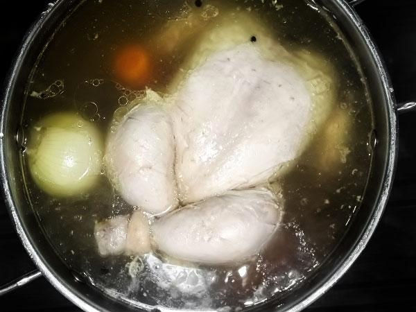 Отварная курица готова