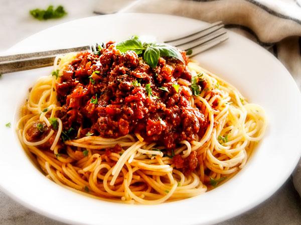 """Спагетти под соусом """"Болоньез"""" – кулинарный рецепт"""