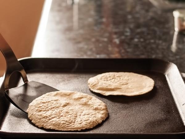 фото кукурузные лепёшки тортильяс рецепт шаг 5