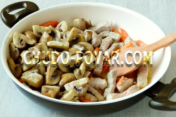 Тушёная картошка со свининой рецепт с фото