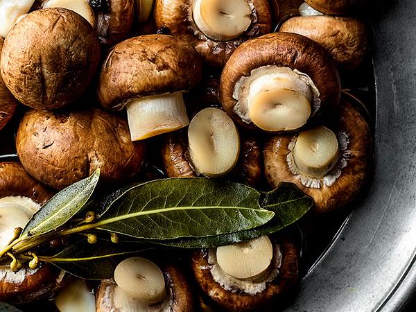 Простой рецепт вкусных маринованных грибов