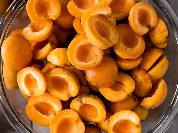 фото приготовления варенье из абрикосов с косточками шаг 2