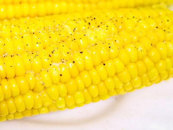 Сколько варить молодую кукурузу в кастрюле в початках
