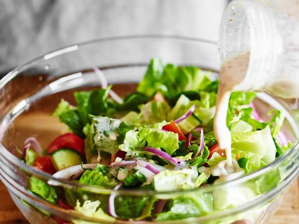 как вкусно заправить греческий салат