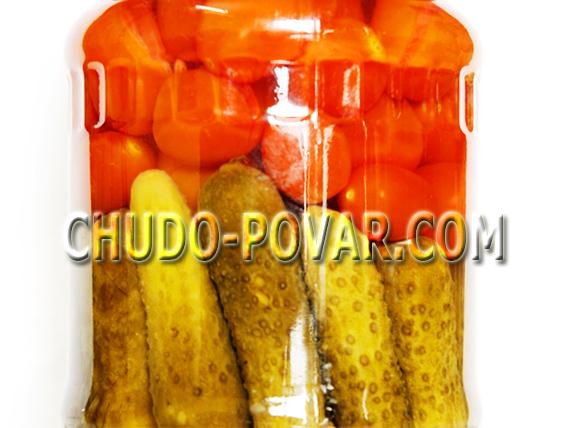 рецепт ассорти помидоры с огурцами в томатном соку