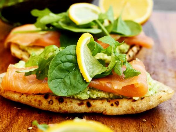 бутерброды с сёмгой и авокадо