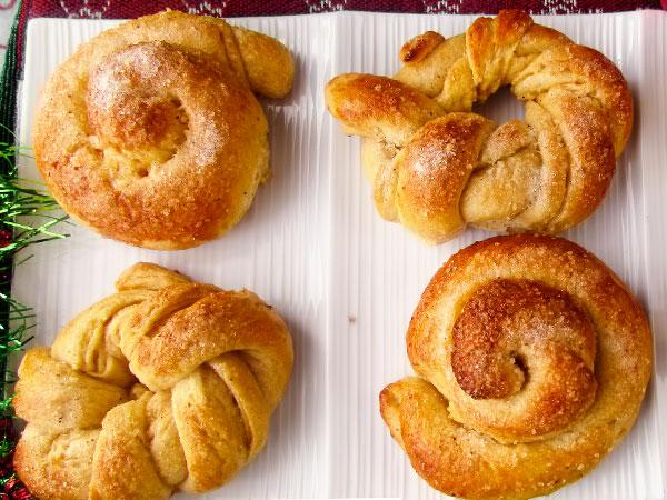 Сдобные булочки из дрожжевого теста. Рецепт булочек с сахаром