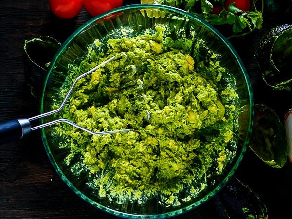 фото приготовления гуакамоле рецепт классический шаг 3