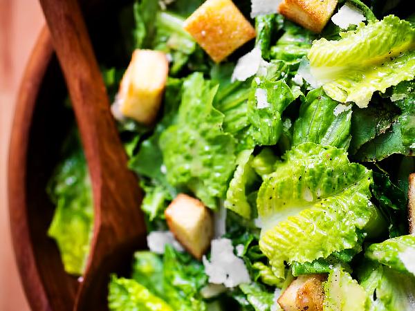 Как делать классический салат Цезарь с курицей