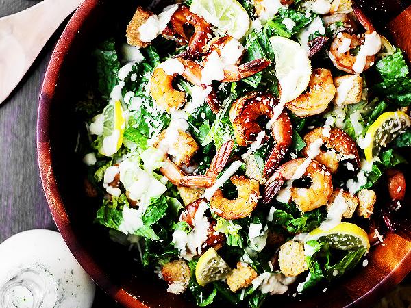 Как делать салат Цезарь с креветками