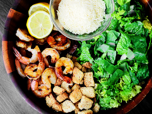 Как приготовить салат с креветками