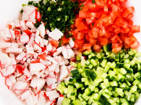Ингредиенты для классического крабового салата без риса