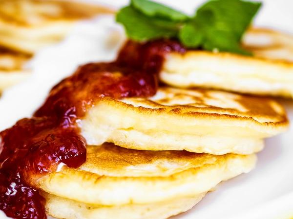 фото приготовления кефирные оладьи с дрожжами рецепт