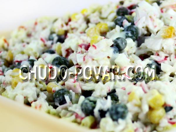 салат с крабовыми палочками и кукурузой рецепт с фото