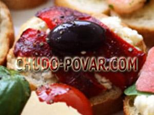 Бутерброды для праздничного стола с сыром Фета и перцем с фото