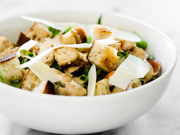 Салат Цезарь с курицей и сухариками: рецепт с фото пошагово
