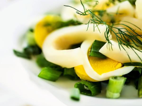 Салат из кальмаров с огурцами рецепт с фото