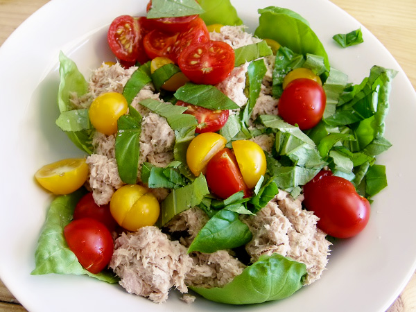 салат с тунцом консервированным без майонеза рецепт с фото